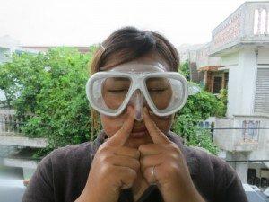 ダイビングで鼻がうまくつまめないときの耳抜きのコツ