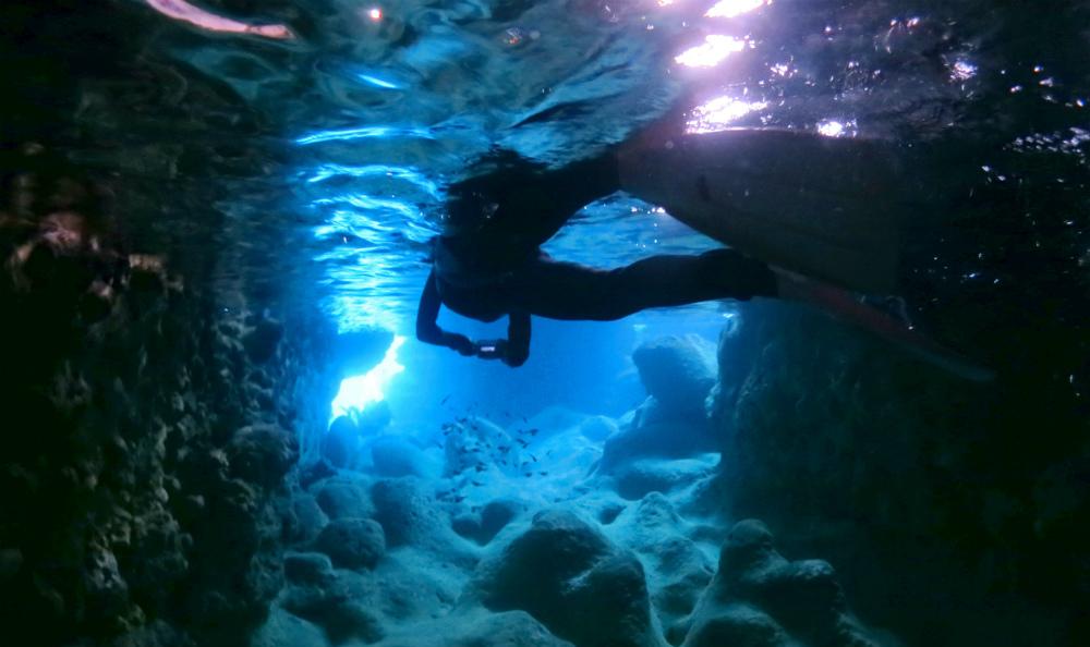 宮古島の青の洞窟ボートシュノーケリング