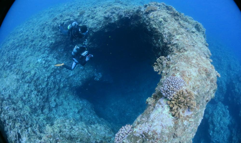 宮古島ダイビングで潜るアーチ