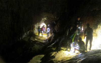 宮古島の鍾乳洞探検ツアー